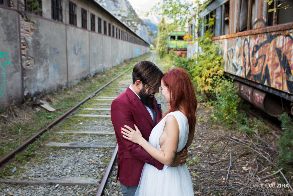 post-boda-canfranc-bardenas-reales-david-datzira-fotograf-fotografo-photographer-arago-aragon-huesca-osca-estacion-de-tren-abandonada-amor-love-10