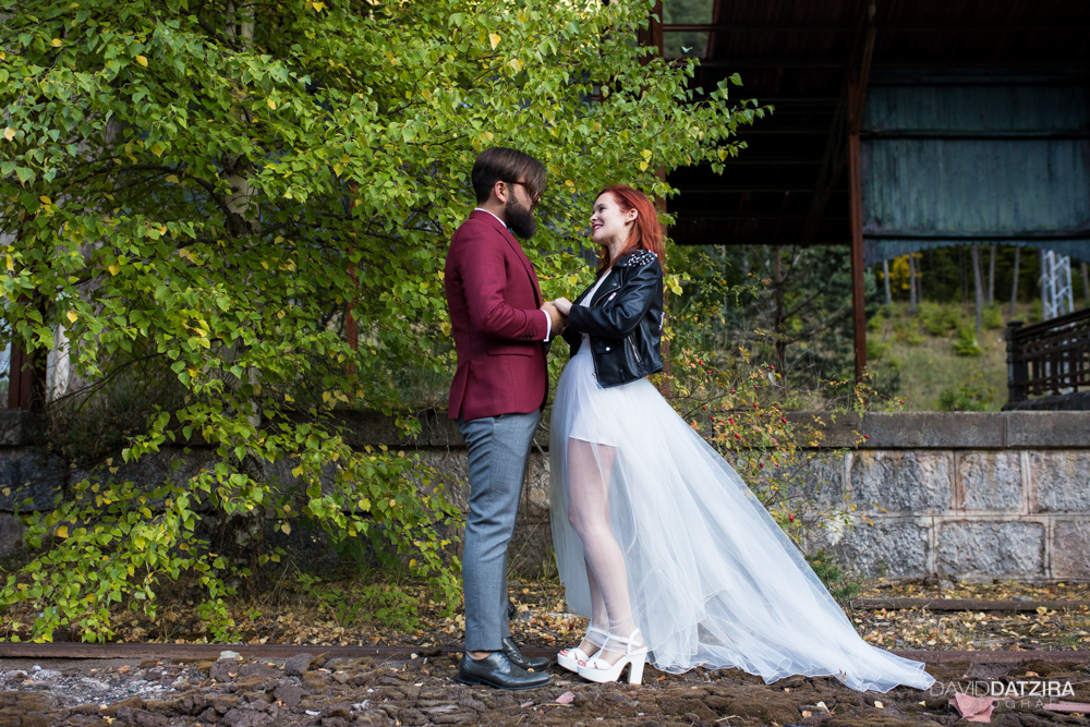 post-boda-canfranc-bardenas-reales-david-datzira-fotograf-fotografo-photographer-arago-aragon-huesca-osca-estacion-de-tren-abandonada-amor-love-11
