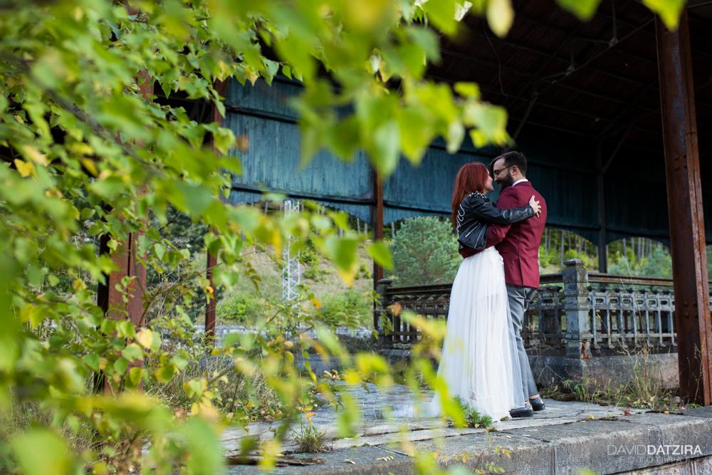 post-boda-canfranc-bardenas-reales-david-datzira-fotograf-fotografo-photographer-arago-aragon-huesca-osca-estacion-de-tren-abandonada-amor-love-12