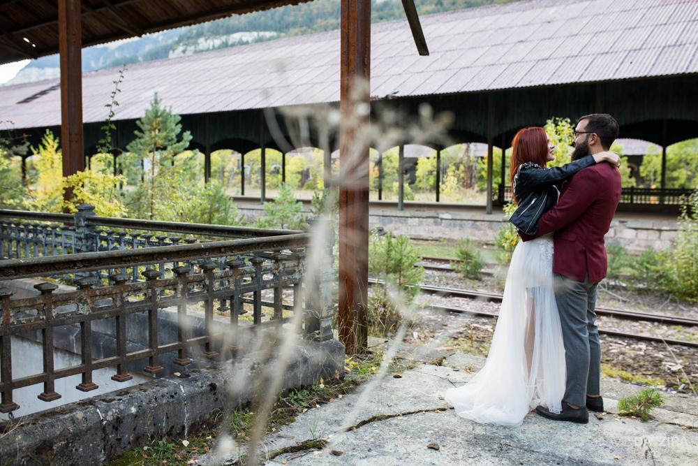 post-boda-canfranc-bardenas-reales-david-datzira-fotograf-fotografo-photographer-arago-aragon-huesca-osca-estacion-de-tren-abandonada-amor-love-13