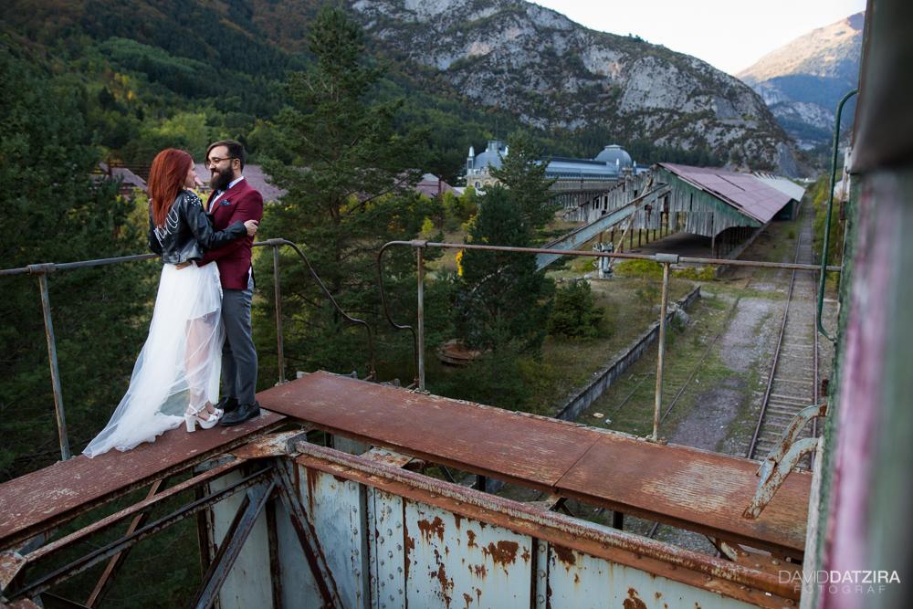post-boda-canfranc-bardenas-reales-david-datzira-fotograf-fotografo-photographer-arago-aragon-huesca-osca-estacion-de-tren-abandonada-amor-love-21