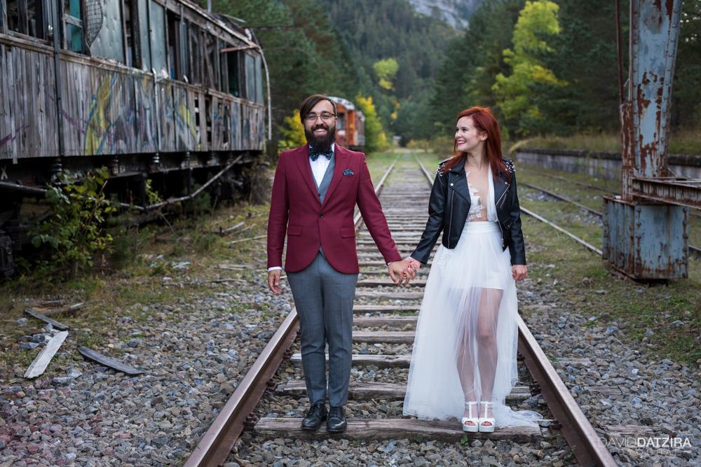 post-boda-canfranc-bardenas-reales-david-datzira-fotograf-fotografo-photographer-arago-aragon-huesca-osca-estacion-de-tren-abandonada-amor-love-22